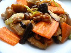 Chinese chicken mushroom stir fry-Pui cu ciuperci shiitake Chicken Mushroom Stir Fry, Traditional Chinese Food, Chinese Chicken, Fries, Stuffed Mushrooms, Pork, Ethnic Recipes, Sweet, Blog