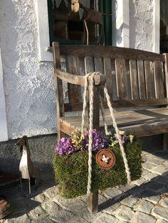 Lente decoratie, - Lilly is Love Garden Crafts, Garden Projects, Garden Art, Chicken Wire Sculpture, Weekend Crafts, Easter Flowers, Amazing Gardens, Garden Inspiration, Flower Pots