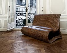 curves  Fauteuil ALTOUM par Marjan DENKOV x Rue Monsieur Paris