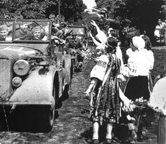 Ukrainian girls welcome German soldiers in the summer of 1941.