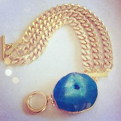 Gold Curb Chain Link Bracelet with Bright Turquoise Blue Agate