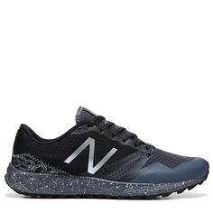 low priced 26d8f 403e9 New Balance Men s 690 V1 Medium X-Wide Trail Running Shoes (Grey