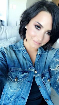 Cabelo Demi Lovato, Demi Lovato Short Hair, Short Hair With Bangs, Hairstyles With Bangs, Short Hair Styles, Demi Lovato Hairstyles, Demi Love, Hair Today Gone Tomorrow, Cute Haircuts
