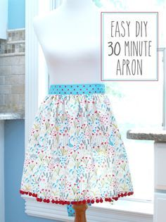 Easy DIY 30 Minute Apron - this is so cute and looks so easy to make!