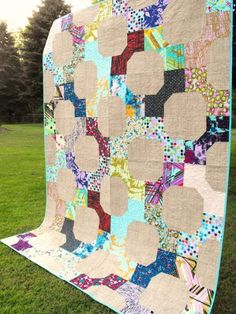 The bow tie quilt pattern is a traditional design that continues to be incredibly popular in today's world of quilting. Plus, the bow tie block shines in all sorts of fabric, from vintage to modern. Here's a free bow tie block quilt tutorial plus some pattern inspiration to get you started making projects with this charming design!