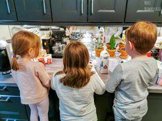 Meillä lapset rakastavat leipoa ja tehdä ruokaa! Ja nyt näihin koti- sekä etäpäiviin leipominen ja ruoanlaittohan ovat mitä parhainta puuhaa yhdessä tehtäväksi. Jopa Martatkin suosittelevat niitä lasten kanssa…