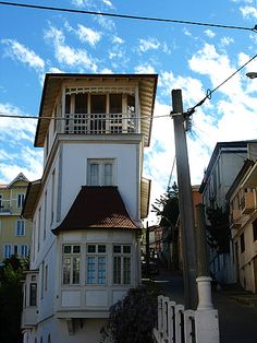 Valparaiso Chile I saw this house! Latin America, South America, Living In Peru, Hidden Places, End Of The World, Beautiful Places To Visit, Ecuador, Laughter, Wanderlust