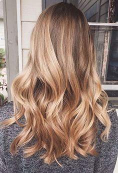 25 honey blonde hair color ideas that are just beautiful- # blonde # simple . - 25 honey blonde hair color ideas that are just gorgeous- # blonde - Carmel Hair Color, Honey Blonde Hair Color, Golden Blonde Hair, Honey Hair, Brown Blonde Hair, Ombre Hair Color, Light Brown Hair, Hair Color Balayage, Blonde Ombre