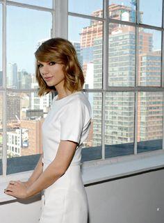 Taylor Swift - HOLA! Magazine Philippines November 2015 Issue