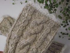 Im letzten Post hatte ich Euch meine beiden neuen Angora-Garne gezeigt. Beidesind so kuschelig-weich; da wäre es die reinste Verschwendung... Knitted Headband, Knitted Hats, Ash Beige, Headband Crafts, Angora, Acrylic Wool, Earmuffs, Bandeau, Go Shopping