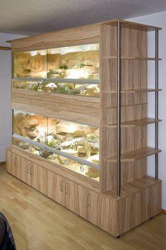 Erweitern Sie Ihre Terrarien durch Regale, Vitrinen etc. wie hier: Doppelstöckiges Terrarium als Schrankwand mit Edelstahlsäulen und Regalen