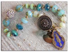 Bracelet bohème,ethnique~La main dans le sable~Perles tchèques,médaille bouddhiste,métal oxydé,cristal,Cyanite et chanvre : Bracelet par rare-et-sens