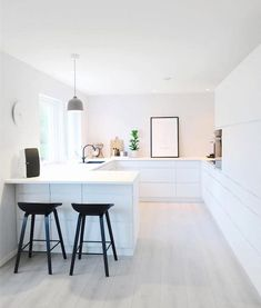 We are dreaming of a white kitchen. Read Awesome White Kitchen Design and Decor Ideas Kitchen Furniture, Kitchen Design Trends, Kitchen Decor, Modern Kitchen, Home Kitchens, Minimalist Kitchen, Best Kitchen Designs, Luxury Home Decor, White Kitchen Design