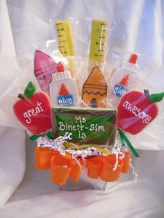 Teacher Cookie Bouquet this is such a great idea for an end of school gift idea. Fancy Cookies, Cut Out Cookies, Iced Cookies, Cute Cookies, Cupcake Cookies, Sugar Cookies, Frosted Cookies, Cupcakes, Cookie Frosting