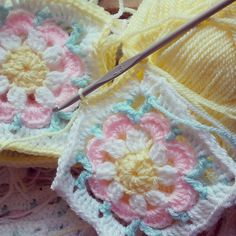 Just Peachy Blossom Square for Blankets [Crochet Free Pattern] Just Peachy Blossom is a crochet project collect from any number of flower squares with size or in few color combination as pink and white, yellow and brown, or blue and green. Crochet Blocks, Crochet Squares, Crochet Granny, Crochet Motif, Baby Blanket Crochet, Crochet Yarn, Crochet Flowers, Crochet Stitches, Free Crochet