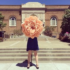 Incredibly Realistic Gigantic Flowers Out of Paper - So want to try and make one of these!