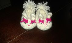 Crocheted bunny baby shoes