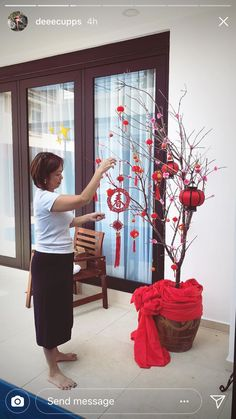 Nhà em đón tết Chinese Birthday, Chinese Theme, Chinese Party, Chinese New Year Decorations, New Years Decorations, Festival Decorations, Chinese New Year Traditions, New Years Traditions, Asian Inspired Decor