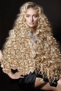 Pin de luna mae em hairstyles em 2019 hair styles, curly hair styles e lo. Long Hair Tips, Very Long Hair, Long Curly Hair, Wavy Hair, Curly Wigs, Curly Hair Styles, Natural Hair Styles, Big Blonde Hair, Big Hair