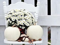DIY Network shares autumn decorating ideas for your front porch and entryway. Autumn Decorating, Porch Decorating, Decorating Ideas, Decor Ideas, White Pumpkins, Fall Pumpkins, Shabby Chic Fall, Diy Fall Wreath, Nautical Fashion