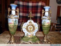 antieke klok met vazen