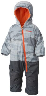 A soft fleece-lined performance jacket-and-pants snow set in miniature, featuring a waterproof fabric to keep little snow lovers dry and snug. Packed with toddler-friendly details including OUTGROWN® grow system, articulated knees and reinforced seat, this cozy suit is ideal for winter play.