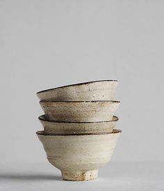 I admire how the large foot doesn't take away from the gracefulness of the bowl. so lovely. Yasuko Ozeki Meishiwan