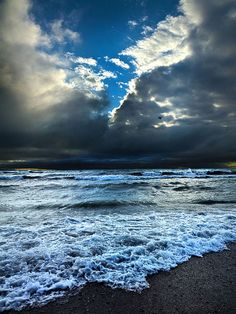 Sea Landscape Photography, Nature Photography, Cool Pictures, Beautiful Pictures, Looks Dark, Beyond The Sea, I Love The Beach, Ocean Beach, Ocean Waves