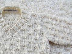 Vanille Creme  Baby Pullover mit texturierten Stich Planausschnitt Hand stricken mit Bambus-Mischung in eine weiche Creme Schatten. Für ein