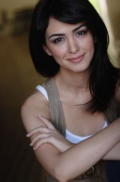 "nazanin boniadi iranian model <3 she palyed in ""how i met your mother"""