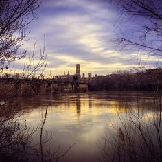 A la vega del río Ebro, Tudela, capital de la Ribera de Navarra, punto de encuentro de culturas durante siglos. (By @txema_arroyo / Instagram)