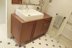 Aparador en el cuarto de baño totalmente a medida, preparado para la humedad y el contacto con el agua Sink, Vanity, Bathroom, Home Decor, Quartos, Water, Furniture, Sink Tops, Dressing Tables