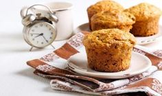 Raisins and whole wheat flour make these Irish Soda Muffins heartier, as well as higher in fiber and minerals. Dessert Weight Watchers, Lean Cuisine, Muffin Bread, Muffin Recipes, Healthy Desserts, Good Food, Brunch, Parfait, Food And Drink