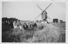 1920: De familie van Stekelenburg. De grijze man, tweede van rechts, is de overgrootvader van de huidige molenaar. Naast hem zit zijn vrouw