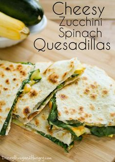 Easy Vegetarian Quesadillas with spinach, cheese and zucchini Lunch Recipes, Mexican Food Recipes, Great Recipes, Vegetarian Recipes, Dinner Recipes, Cooking Recipes, Healthy Recipes, Skillet Recipes, Cooking Tools