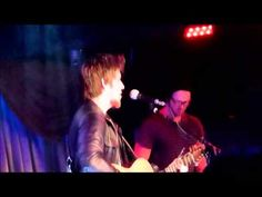 "Lee DeWyze sings ""Somebody That I Use To Know"" (Cover) at Viper Alley"