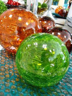 Bolas de vidro! Versáteis, elas se encaixam em várias propostas de decoração. Misture cores e crie a sua versão! #produtomarche #bolasdevidro #decoracao #marchobjetos