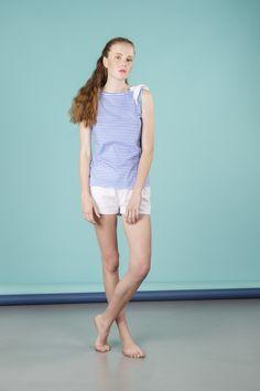 Pigiama da donna 2 pezzi composto da maglia manica a giro e pantalone corto in pizzo. Disponibile in 2 varianti di colore. Realizzato in 100% cotone. #pigiamiamoci #nightandday #trendy #urbanstyle #style #moda #donna #pajamas