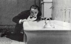 Ubé blog: Botijo 2555 - Udo Kier y la bañera asesina