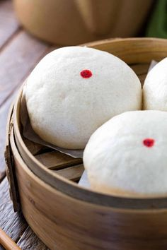 Chinese steamed custard buns also called Nai Wong Bao are deliciously sweet dessert. A popular Asian treat found at Dim Sum restaurants, but I'm going to show you how to make these right at home! Asian Desserts, Sweet Desserts, Chinese Desserts, Bakery Recipes, Dessert Recipes, Cooking Recipes, Beef Recipes, Bamboo Steamer Recipes, Steam Buns Recipe