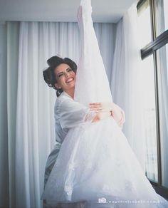 Se você está naquele momento apaixonada pelo seu vestido vai se identificar com essa foto que vi no @quemcasaquerdicas!  . Foto de Wagner e Isabela  #prontaparaosim #