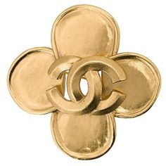 Chanel Vintage flower logo brooch ($458) ❤ liked on Polyvore featuring jewelry, brooches, metallic, flower broach, chanel brooch, vintage flower brooch, pin brooch and flower jewellery