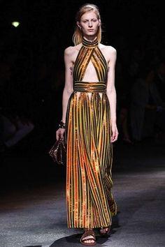 Prendas y accesorios dorados: Fotos de los modelos - Givenchy vestido largo