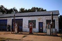Abandoned Gas Station on Route 66 in McLean, TX Old Abandoned Buildings, Old Buildings, Abandoned Places, Old Route 66, Route 66 Road Trip, Vintage Gas Pumps, Old Gas Stations, Ghost Towns, Architecture