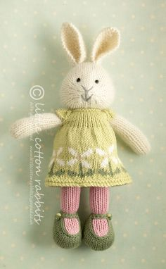24 trendy knitting projects toys little cotton rabbits Knitted Stuffed Animals, Knitted Bunnies, Knitted Animals, Knitted Dolls, Knitting For Kids, Knitting Projects, Baby Knitting, Crochet Projects, Knitting Toys