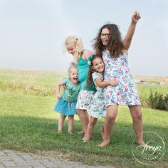 Ik houd niet van stijf geposeerde foto's - laat die kinderen maar lekker lol trappen! http://www.trouwfotografiefreya.nl/familieshoot/vier-mooie-krullebollen-op-foto/