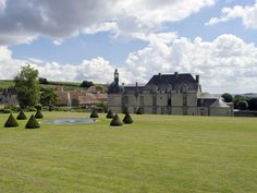 Built in the early 17th century in the heart of the Champagne countryside, château d'Etoges (today a hotel) is surrounded a twenty-hectare park, including the remains of a terraced formal layout featuring fountains and jets of water.