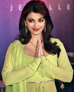 regram @virenderpcaish #aishwaryaraibachchan #aishwaryarai #Aishwarya #sweetheart #gorgeous #beauty #missworld