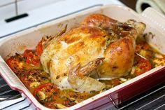 Hel kylling i ovn med tomater og hvidløg