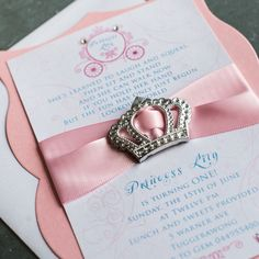 These princess birthday invitations are sure to WOW your guests! Complete with a princess crown silver tone buckle, carriage monogram & a scalloped frame backing layer.